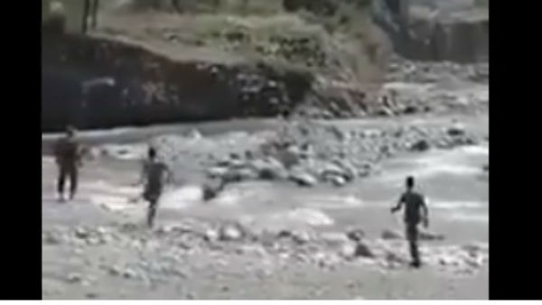 2 brave CRPF soldiers saved a girl from a flooding river in Kashmir
