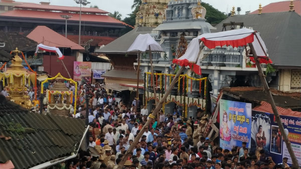 Thousands Of Devotees Participated in Vitlapindi At Krishna Mutt