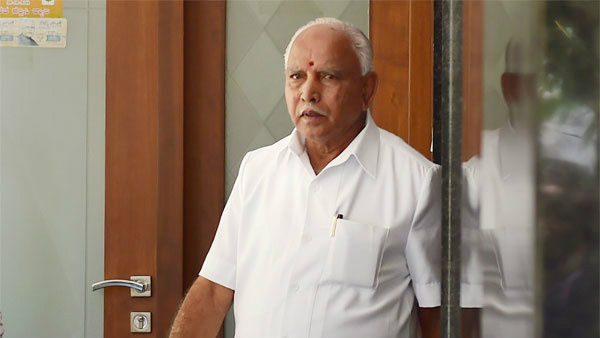 Yeddyurappa Give Financial Aide to a Woman Suffering From Heart Problem