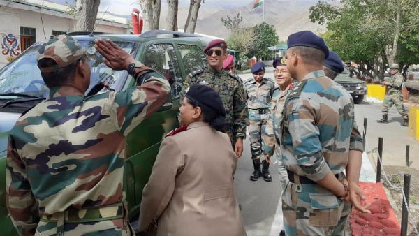 MS Dhoni Spends Time With Soldiers In Ladakh
