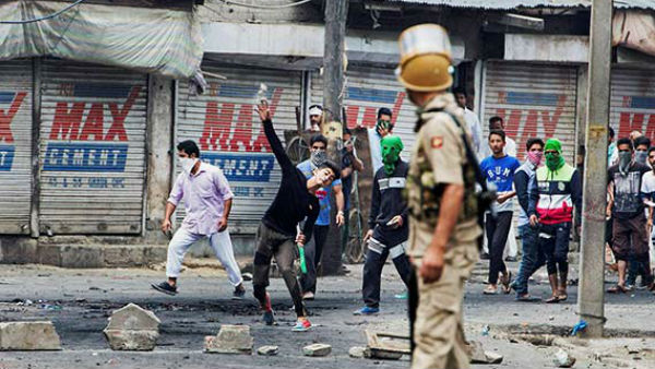 40 Political Leaders Under Arrest In Kashmir