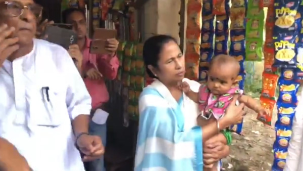 West Bengal CM Mamata Banerjee Prepared Tea And Served In Dattapura Village