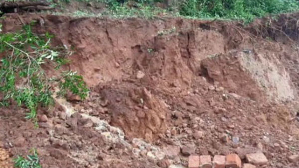 Huge Land Crack Appeared In Puttur