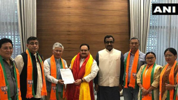 Sikkim Democratic Front 10 MLAs Joined BJP in New Delhi