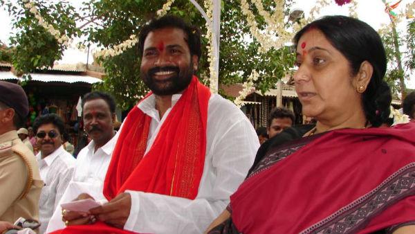ಶ್ರೀರಾಮಲು 'ಫೊಟೋ ಆಲ್ಬಂ': ಸುಷ್ಮಾ ಸ್ವರಾಜ್ಗೆ ಹೀಗೊಂದು ಸಂತಾಪ