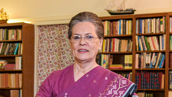 Sonia Gandhi Gives Green Signal for Left-Congress Alliance in Bengal