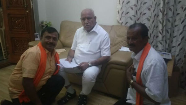 CM Yadiyurappa given slippers to his Fan from Mandya