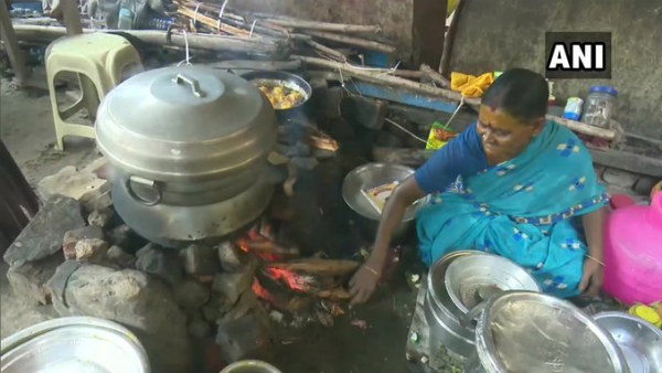 70 Year Old Women Serves Idli For Poor Free Of Cost