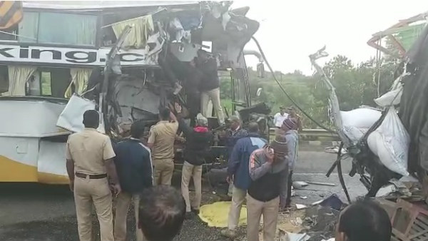 Six People Died In Accident Between Lorry And Private Bus Near Maharashtra