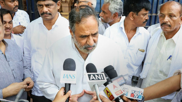 Sonia Gandhi Close Aid Ahmed Patel Visited DK Shivakumar In Tihar Jail