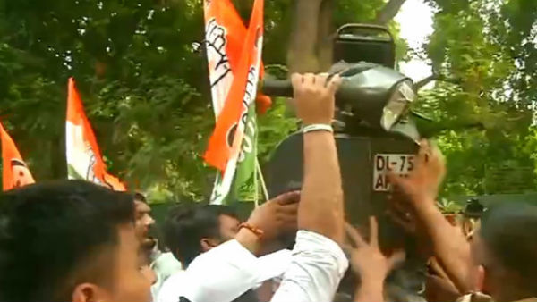 Youth Congress Protest Outside Nitin Gadkari House Against New Motor Vehicle Act