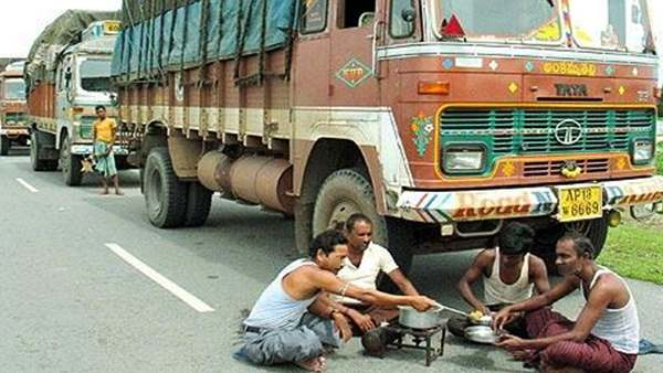 Uttar Pradesh Truck Driver Was In Lungi, Traffic Police Fined Him Rupees 2000