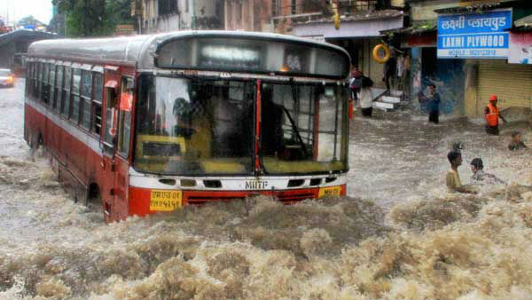 Heavy Rain In Mumbai Train Service Disrupted