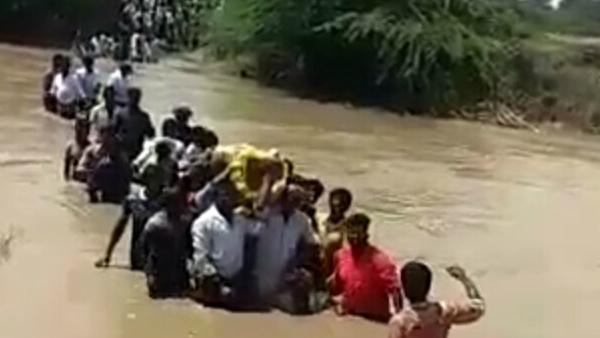People Cross The River To Bury The Dead Body In Asundi