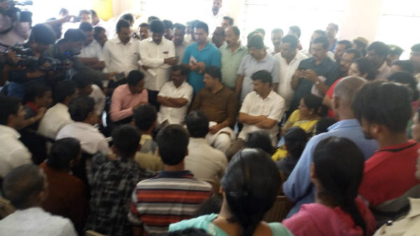 Revenue Minister R Ashok Had Lunch With Flood Victims