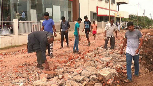 People Themselves Repaired Road In Shankar Vihar Layout
