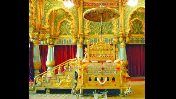 ಖಾಸಗಿ ದರ್ಬಾರ್ಗಾಗಿ ರತ್ನಖಚಿತ ಸಿಂಹಾಸನ ಜೋಡಣೆ