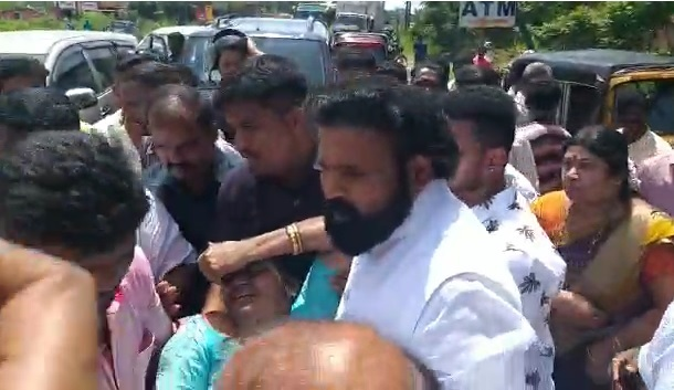 Sriramulu Helped Accident Victims And Admitted Them To Hospital In Kumbhashi