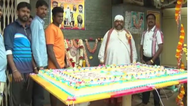 Fan Celebrated Vishnuvardhan Birthday By Cutting 51kg Cake In Davanagere