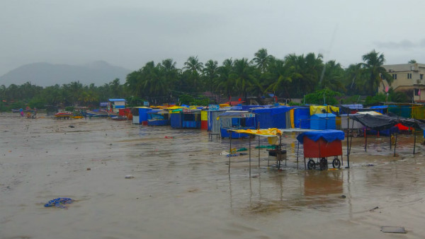 30 Boats Damaged By Heavy Rain And Waves In Karwar