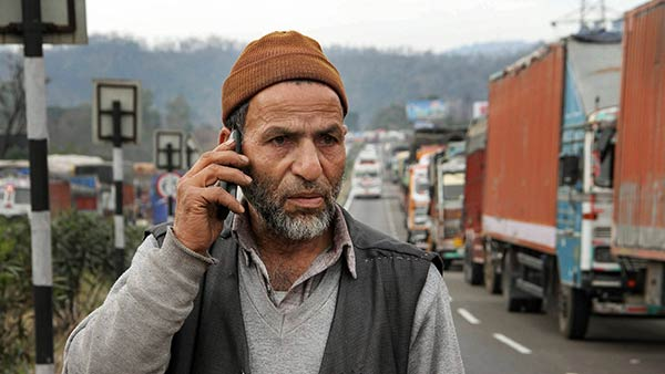 Article 370: Kashmiris asked to Pay Postpaid Phone bills