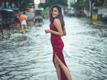 Womans Photoshoot On Flooded Patna Streets Goes Viral On Social Media