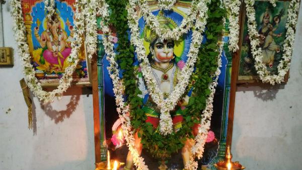 ಆಂಜನೇಯ ಭಾವಚಿತ್ರಕ್ಕೆ ಟೋಪಿ ಹಾಕಿ ಸೆಲ್ಫಿ, ಘಟನೆಯಿಂದ ಬಿಗುವಿನ ವಾತಾವರಣ