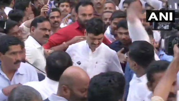 Dhananjay Munde Returns To NCP Office