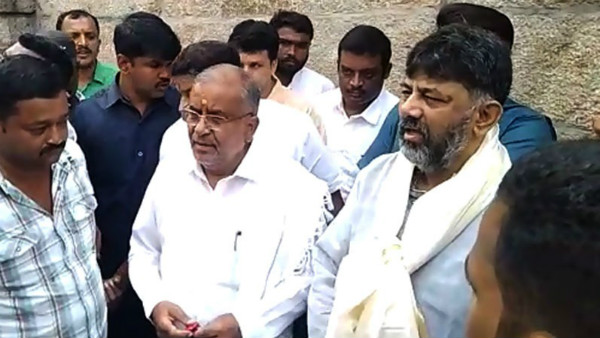 GT Devegowda Didnt Met Hd Devegowda In Chamundi Hills In Mysuru