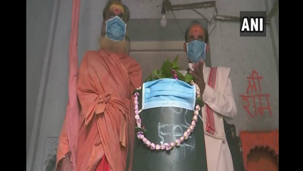Varanasi Air Pollution Priest Covered Shivalinga With Mask