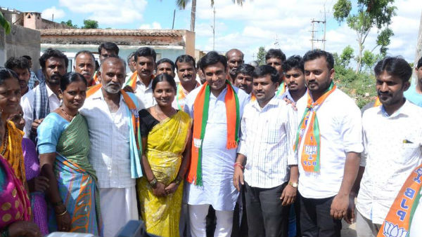 Chikkaballapur BJP Candidate Dr. Sudhakar Different Style Of Campaigning