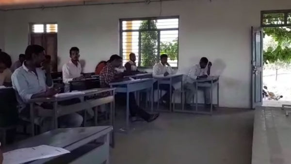 Sir M Vishweshwaraiah BBA Degree Students Copied Openly In Bagalkot
