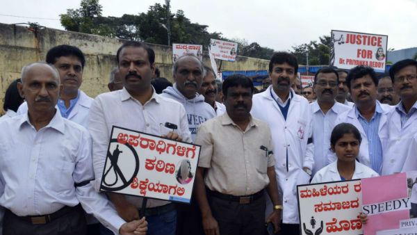 Veterinary Doctors staged protest against the rape & murder of Telangana doctor