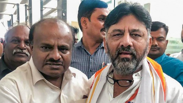 DK Shivakumar And Kumaraswamy Are Friends After The Fall Of Coalition Government Also