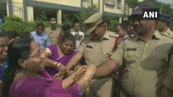 People Showered Flowers On Police Who Encountered Disha Killers