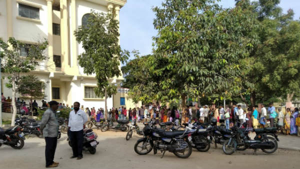 Peoples Stand In Line For Aadhar Card Correction In Tumkur