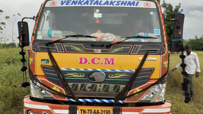 Robbers Attcaked On Lorry Driver And Kidnap Him For Pan Masala