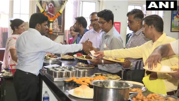 Maharashtra Shiv Sena Rolls Out Rs 10 Meals For BMC Employees