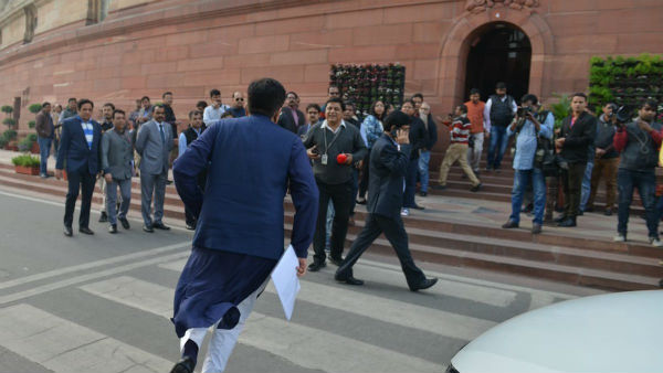 Central Rail Minister Piyus Goal Runs To Parliment Building