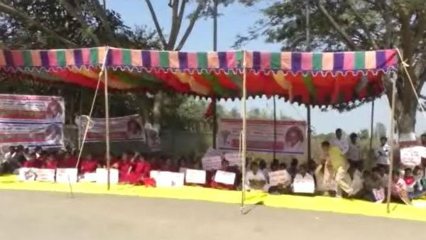 ಹಾವೇರಿಯಲ್ಲಿ ಗುತ್ತಿಗೆ 'ಗುಮ್ಮ'ನ ವಿರುದ್ಧ ಕೆರಳಿದ ಕಾರ್ಮಿಕರು
