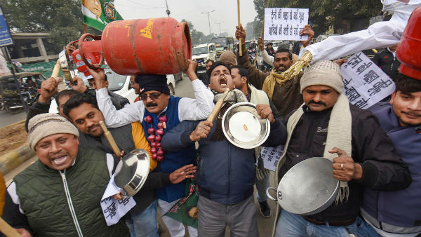 YRJD Activist Protest Against Rise In Cooking Gas And Railway Ticket