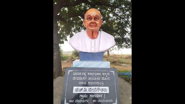 Raichuru Farmer Built Statue Of Deve Gowda