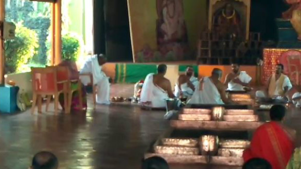 Hd Devegowda Family Performing Sahasra Chandika Yaga In Sringeri