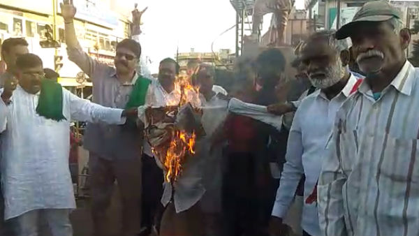 Burns Of PM Modi replica From the Kalasa Bandhuri Fighters