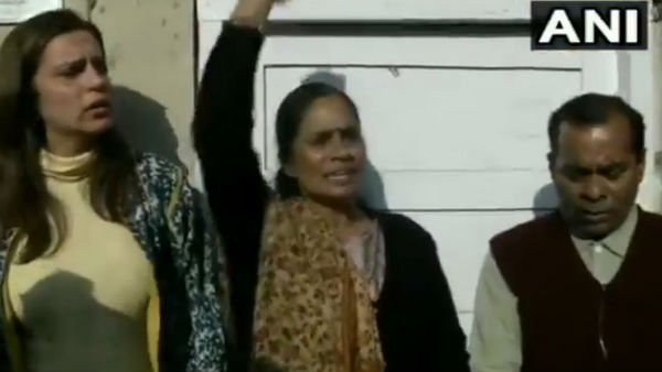 Delhi Nirbhaya Rape Case: Mother Asha Devi Protest Against Delay Of Hang