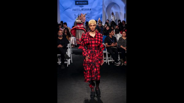Reliance Trends Lakmé Fashion Week Summer Resort 2020: Vickey Kaushal and Janhvi