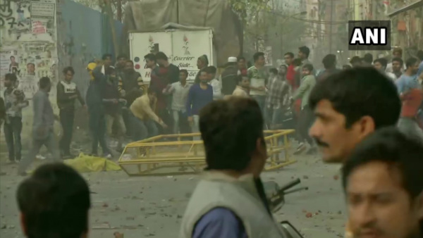 Anti-CAA Protest: Stone Pelting Between Two Groups In Maujpur Area