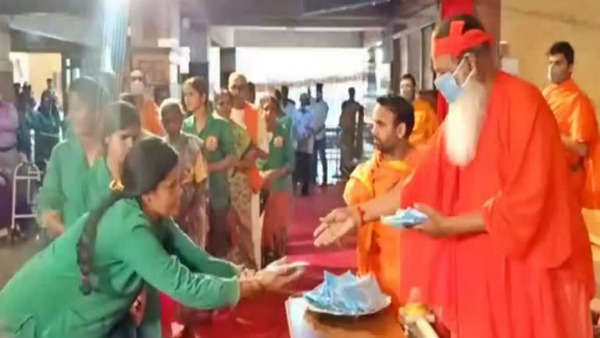 Ganapathi Sachchidananda Swamiji Distributing Mask To His Devotees