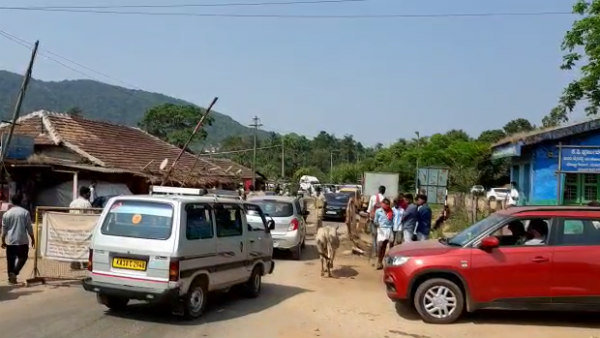 Vehicles Que In Kottigehara Due To Lockdown