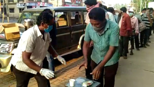 Distribution Food For Poor People By Social Worker In Udupi